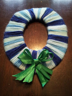 wrapped wool Christmas wreath craft, kids crafts