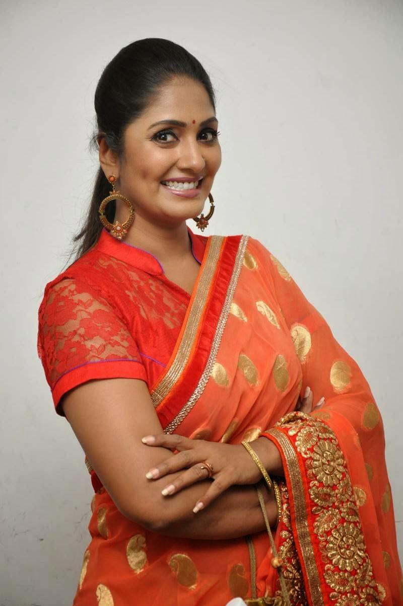 telugu anchor jhansi stills in sarees thundabhadra telugu