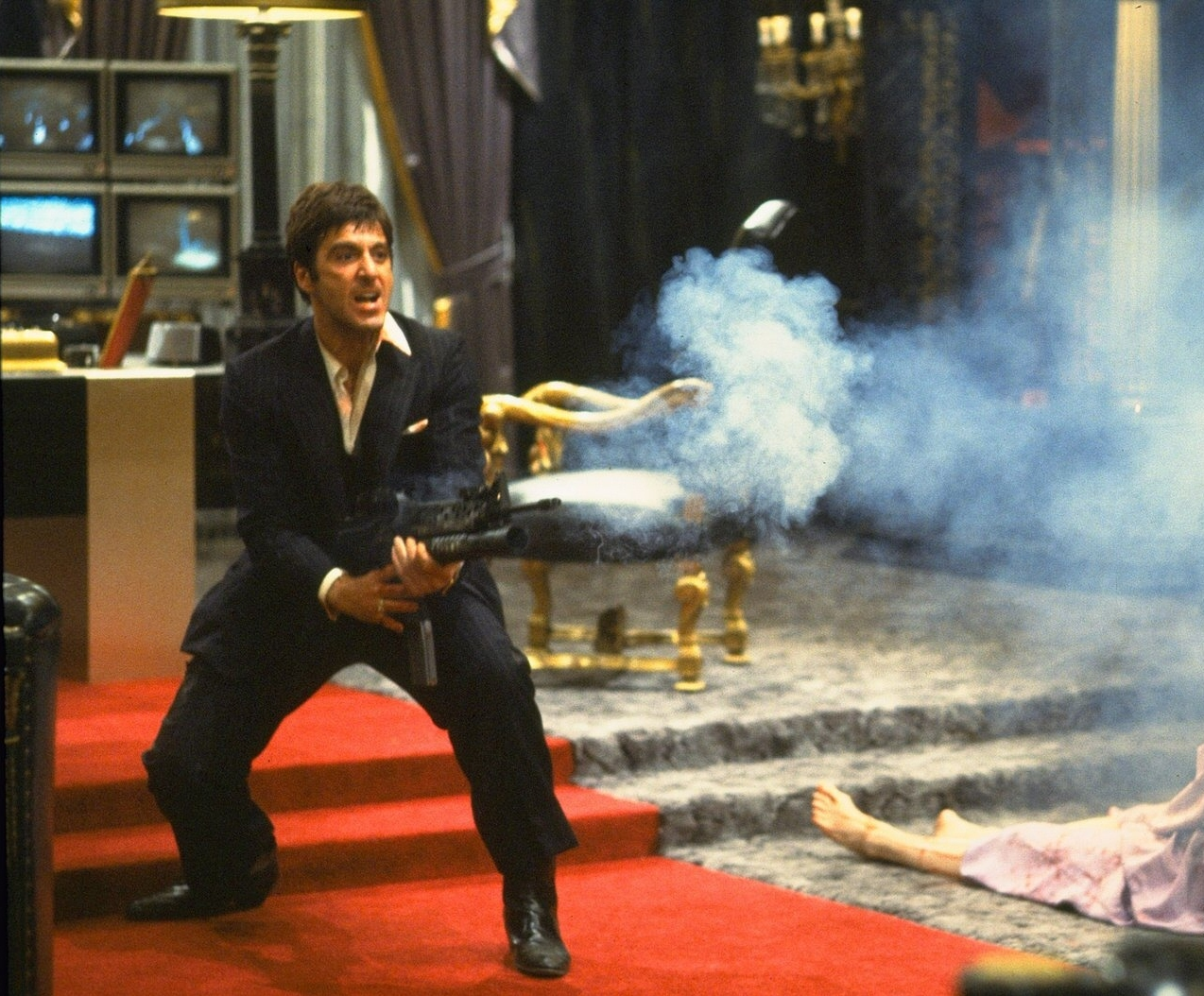 http://3.bp.blogspot.com/-SPjDwmKpXYA/URC9Zn-As7I/AAAAAAAAFBE/03R-4mYwmOg/s1600/Scarface-Al-Pacino-Tony-Montana-opens-fire-climax.jpg