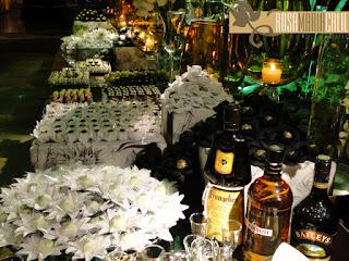 forminhas de doces, caixas forradas, casamento, decoração, branco, preto