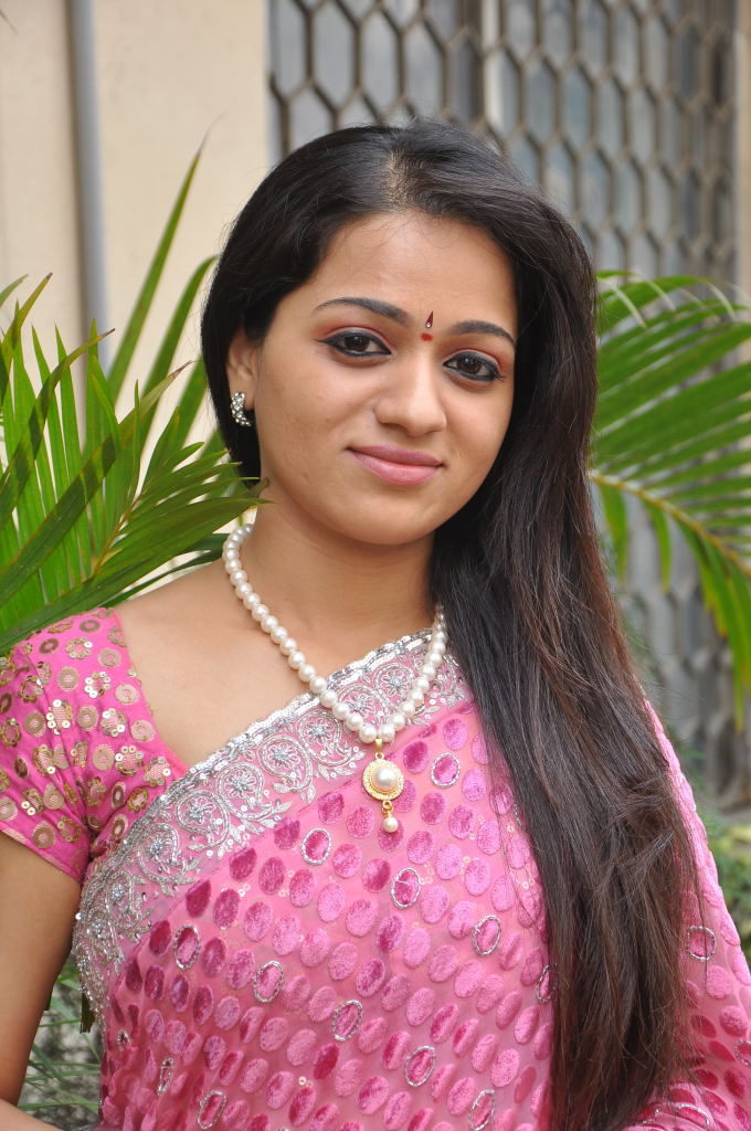 Ee Rojullo Fame Reshma New Cute Saree Stills | South Mp3 Music ...