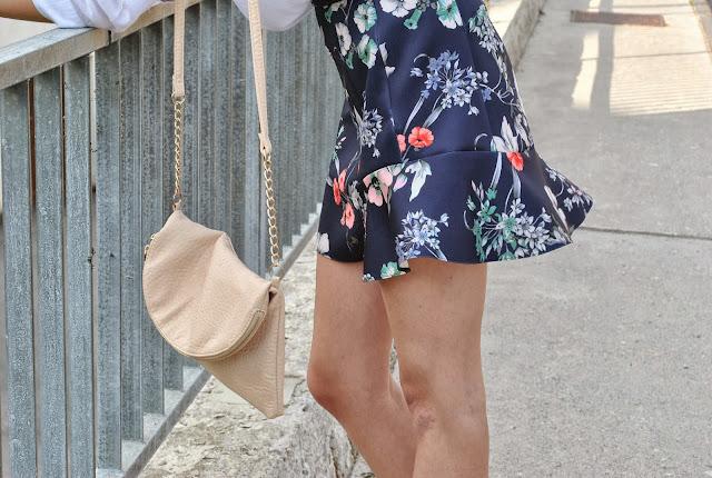 zara floral skirt, volant skirt, ruffle skirt, zara ruffle skirt, asos pointy heels, new asos heels, H&M wool hat, fedora hat, ruffle skirt, floral volant skirt, fashion blogger, trendy ruffle skirt, trend, fashion blog, new look nude bag, clutch bag