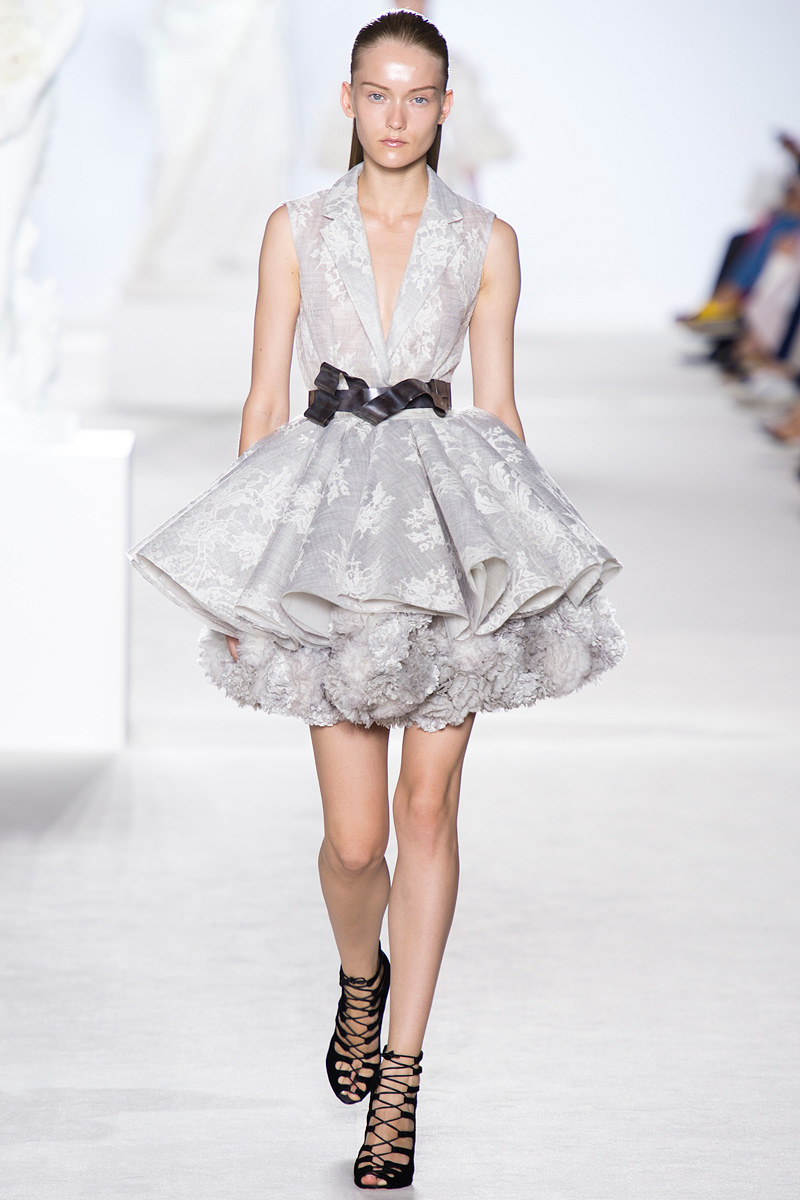 Giambattista, Valli, Giambattista Valli, Fall 2013, Fashion show, kimono dress, kinono top, tutu skirt, silver kimono, Valli 2013, Fall collection, runway