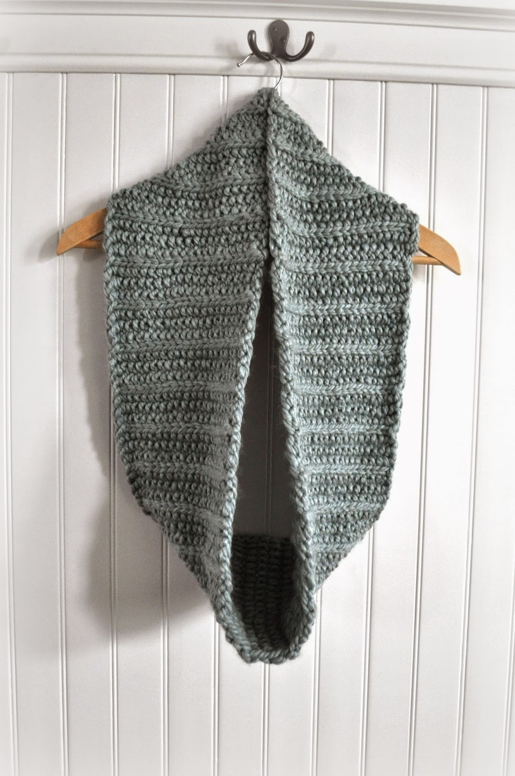 Barefoot Stamp: Knitted Fluted Cowl Pattern from Purl Bee