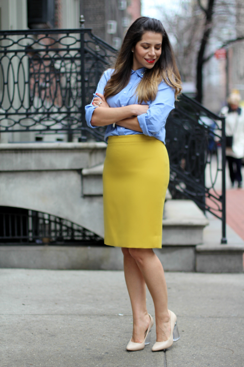 Jcrew; fashion blogger; style blogger; professional women; ann taylor; what to wear to work, pencil skirt; jcrew pencil skirt; button down shirt; new York; new York blogger; corporate blog; nude heels; Lucite heels; office style; what to wear to work; zara; gap; street style; blue; gold skirt