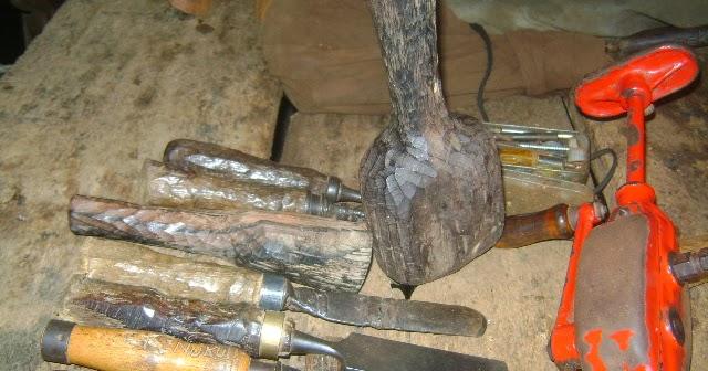 Non verbal communication through african wood sculptures