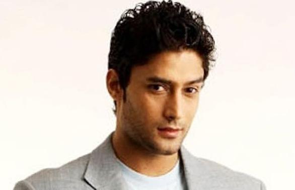 Gagan Malik berperan sebagai Senapati Veer