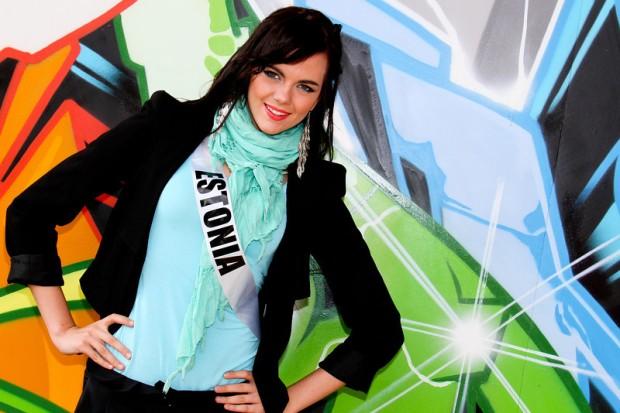 Miss Universe 2011 - Contestants  - Museum Tour-39