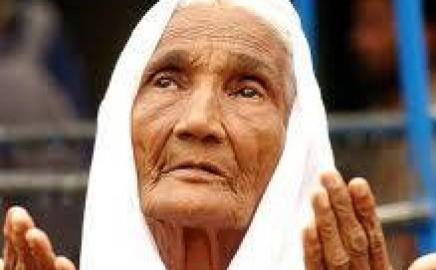 Subhanalloh, Ibu ini Tetap MENDERMAKAN HARTA dibalik KETERBATASANNYA