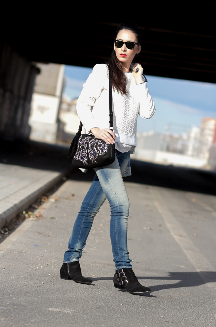 withorwithoutshoes in Quilted sweatshirt with zippers bleached push up jeans MP and ankle boots with buckles