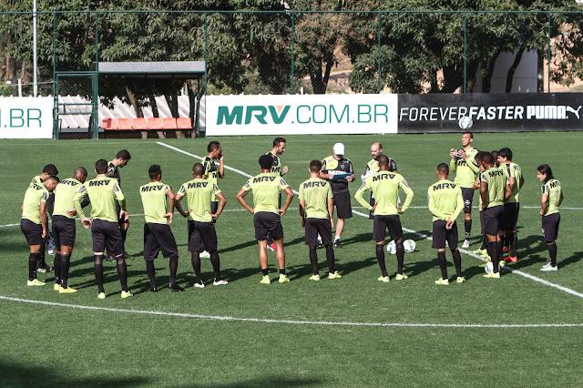 Galo terá que buscar a classificação longe dos seus domínios (Foto: Bruno Cantini/Atlético-MG)