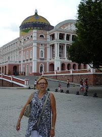 "MEU MOZÃO CIDA ENCARNANDO A INDIA GUERREIRA DAS AMAZONAS ""CONORI"" E O IMPONENTE TEATRO AMAZONAS"