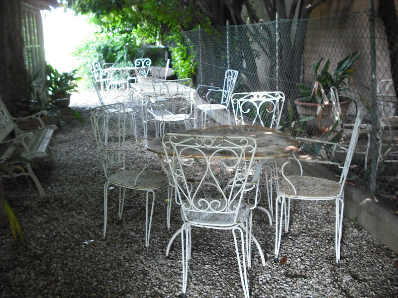 Ci sono anche tavoli e sedie per l 39 esterno for Sedie e tavoli per esterno