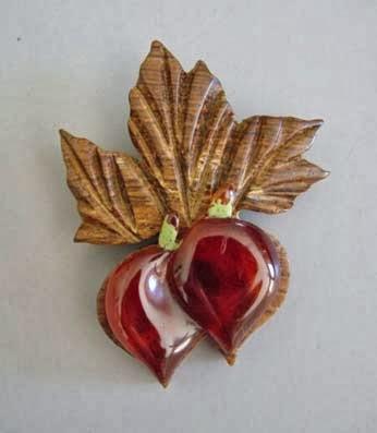 http://www.morninggloryantiques.com/collectfruit.html