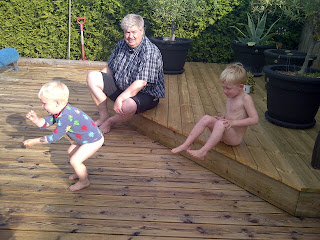 Family peeing photos