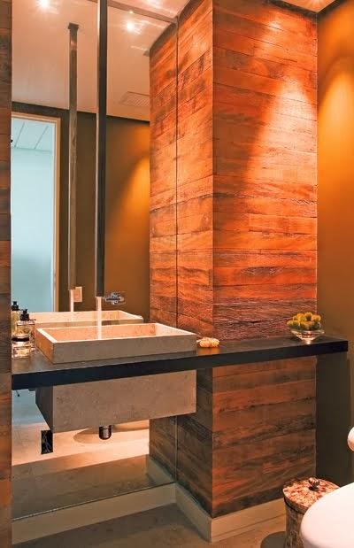 Móveis feitos com madeira de demolição