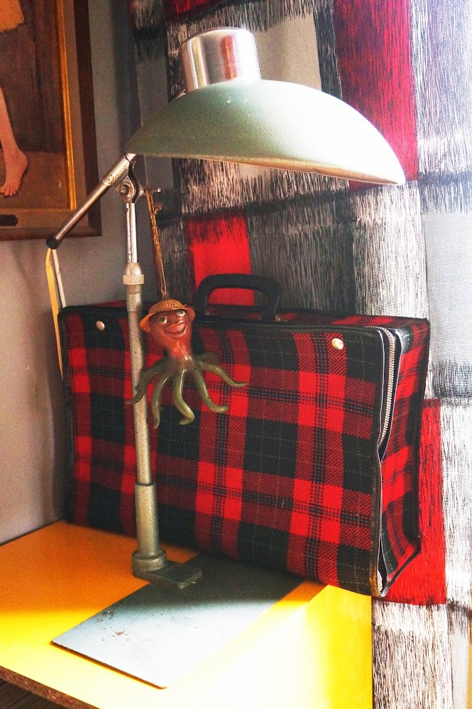 Lampe SOLR de Ferdinand Solere ,  monstres / encombrants   Valise écossaise , Association d' insertion sociale  Lamp SOLR  , Ferdinand Solere,  Plaid case , charity organisation vintage 50s 60s 1950 1960 brocante yard sales