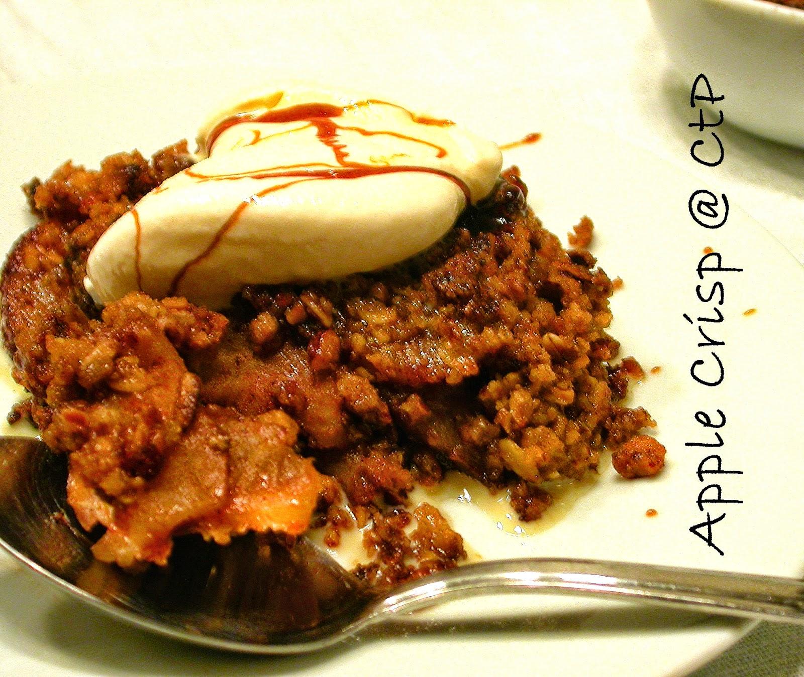 Apple crisp con gelato alla vaniglia