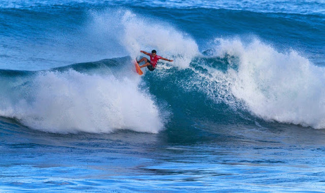 55 Vans World Cup of Sufing 2014 Keanu Asing Foto ASP