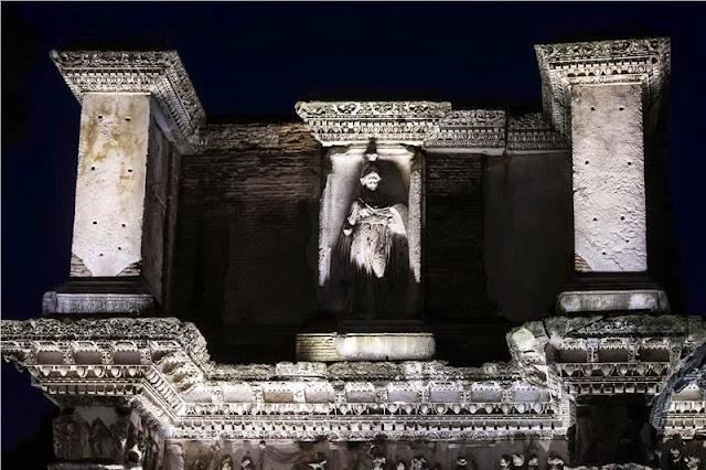 Ρώμη: Τα LED ξαναφέρνουν λάμψη τη νύχτα στις Αυτοκρατορικές Αγορές