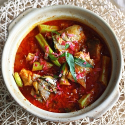 Bee Rasa Malaysia recipe Fish head curry curry chili turmeric tamarind SeasonWithSpice