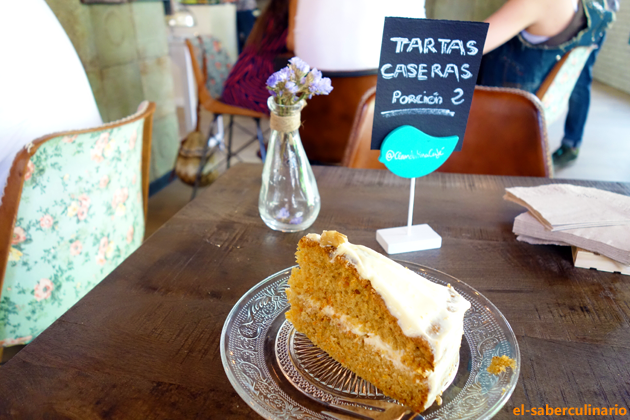 Tarta de zanahoria casera en La Clandestina Café