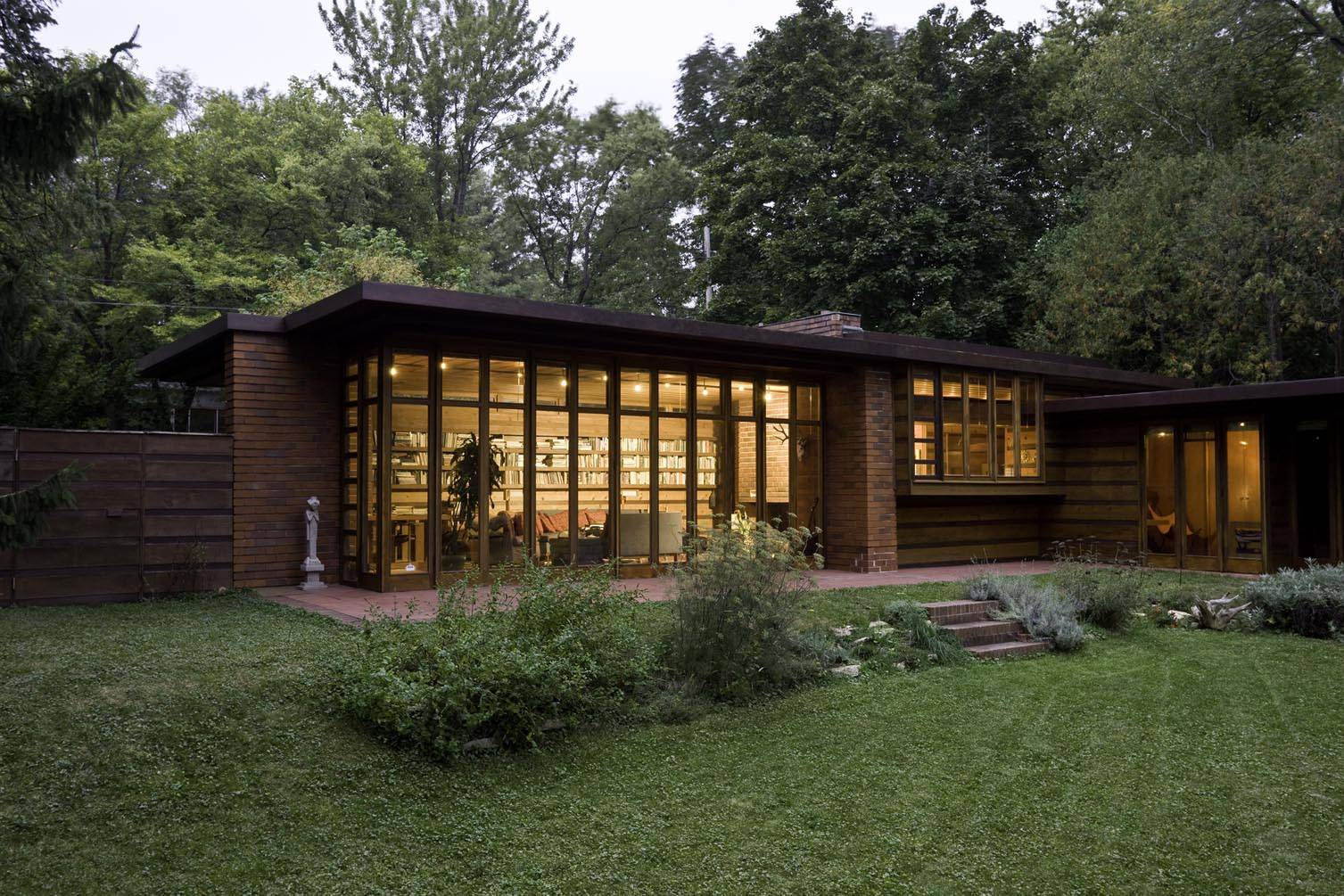 Beautiful abodes the works of frank lloyd wright for Franks homes