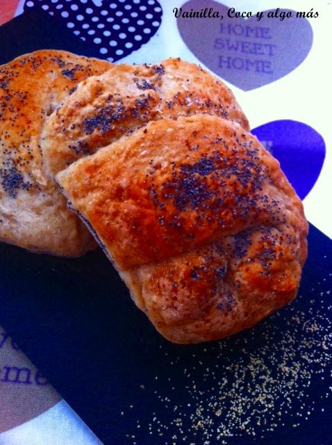 Pan de ajo y semillas de amapola