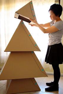 arvore de natal feita com papelão