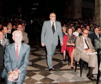 Ángel Ribera recibiendo la Medalla de Forjador de la Història Esportiva de Catalunya en 1987