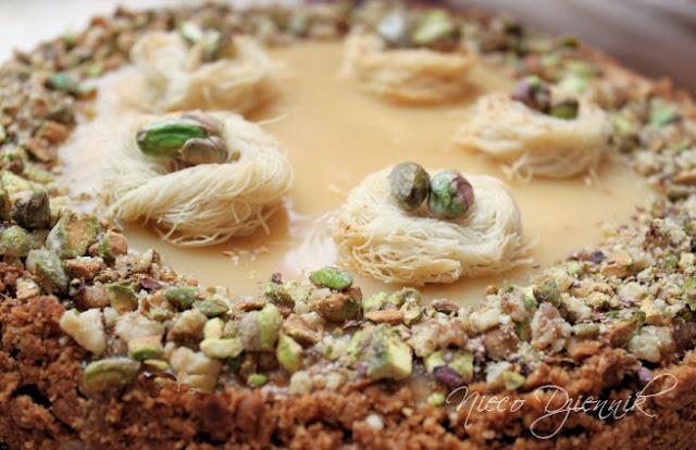 sernik z chałwą pistacjami kadaifi