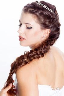 Frisuren mit Zöpfen für Bräute