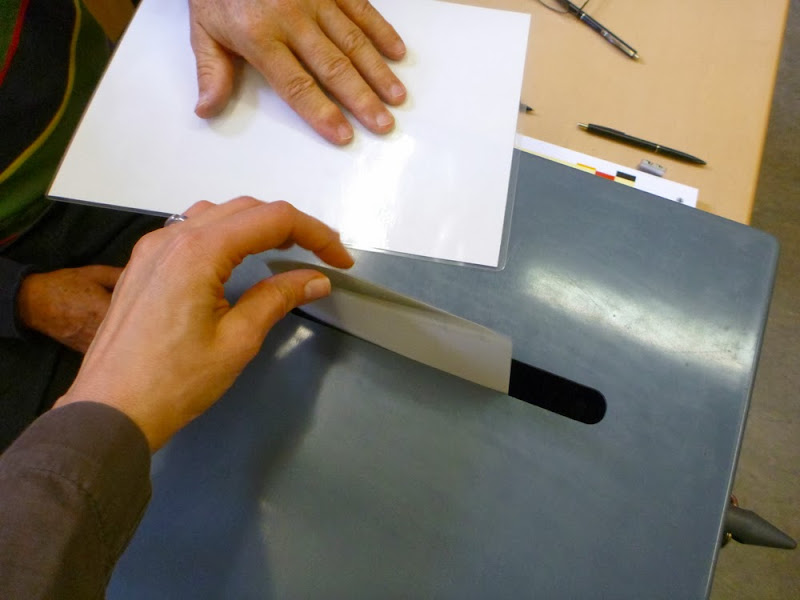 Wahlurne, Umschlag, Hände