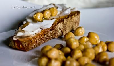 antipastino di pane, lardo e ceci