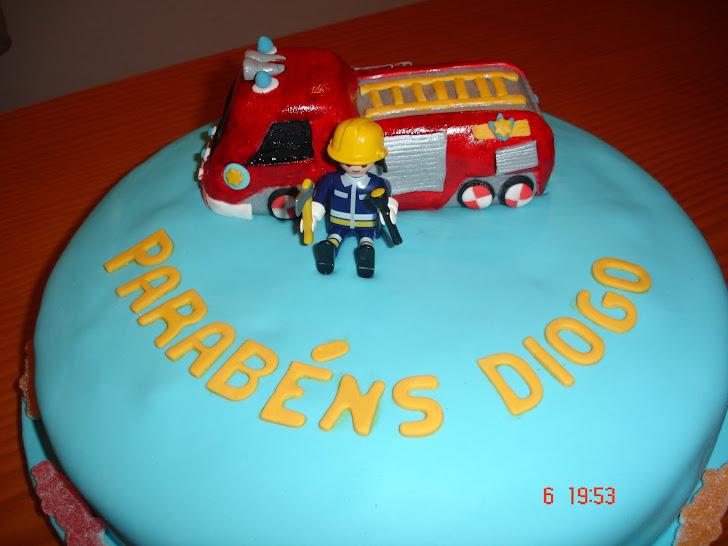 Bolo de aniversário decorado carro de bombeiros