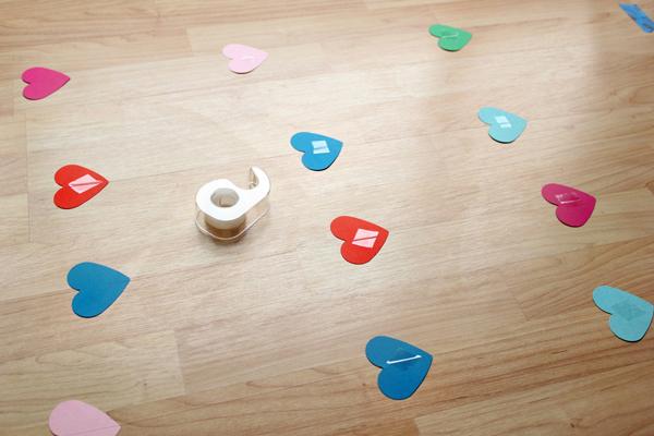 Diy lluvia de corazones manualidades para decorar un for Imagenes de como decorar mi cuarto