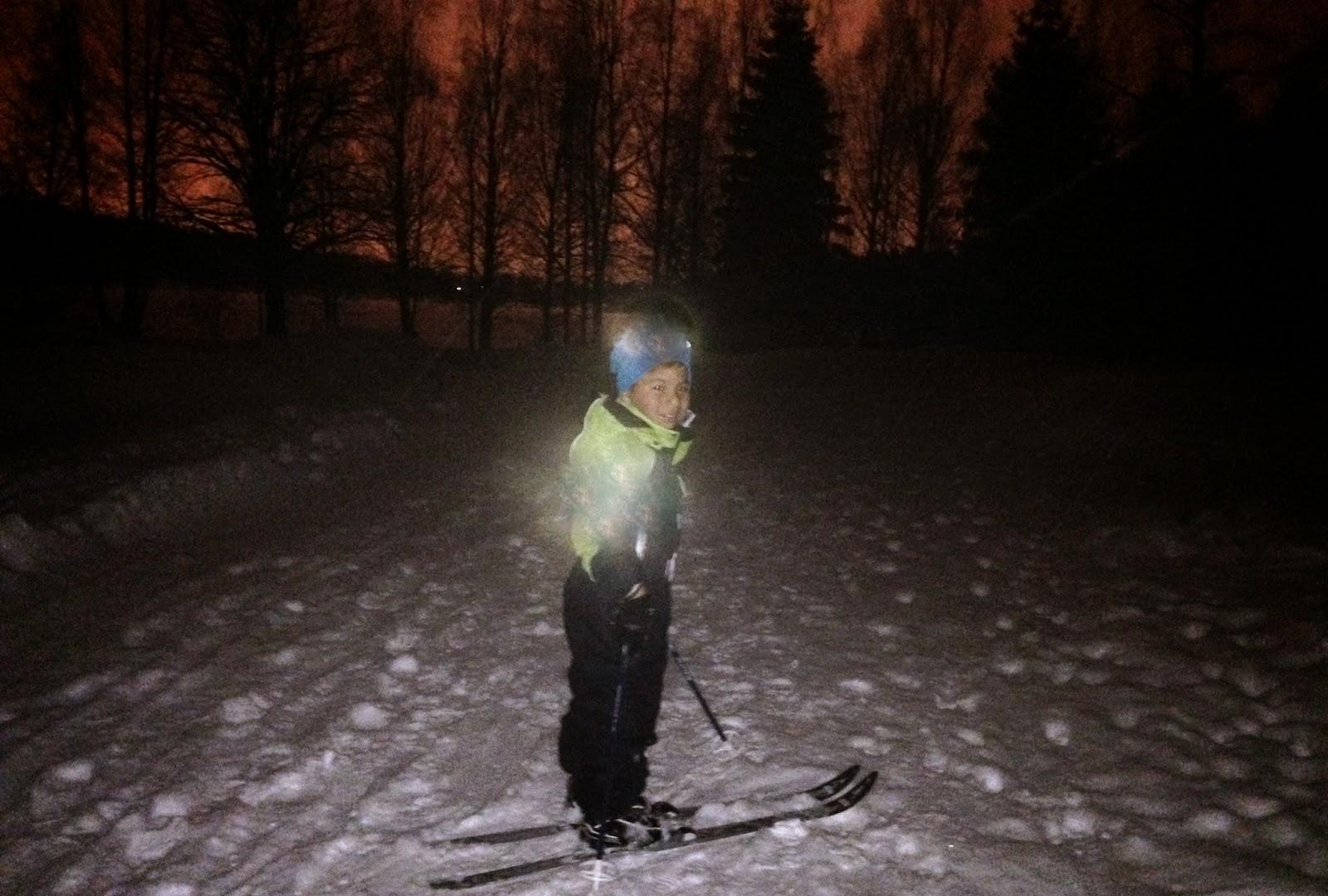 http://minituren.blogspot.no/2014/02/kveldstur-pa-ski-rundt-sognsvann-i.html
