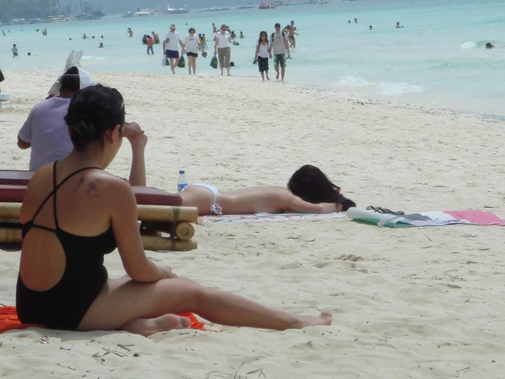 anne curtis top less in boracay 01
