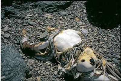 Gambar Mayat Terbiar Di Gunung Everest