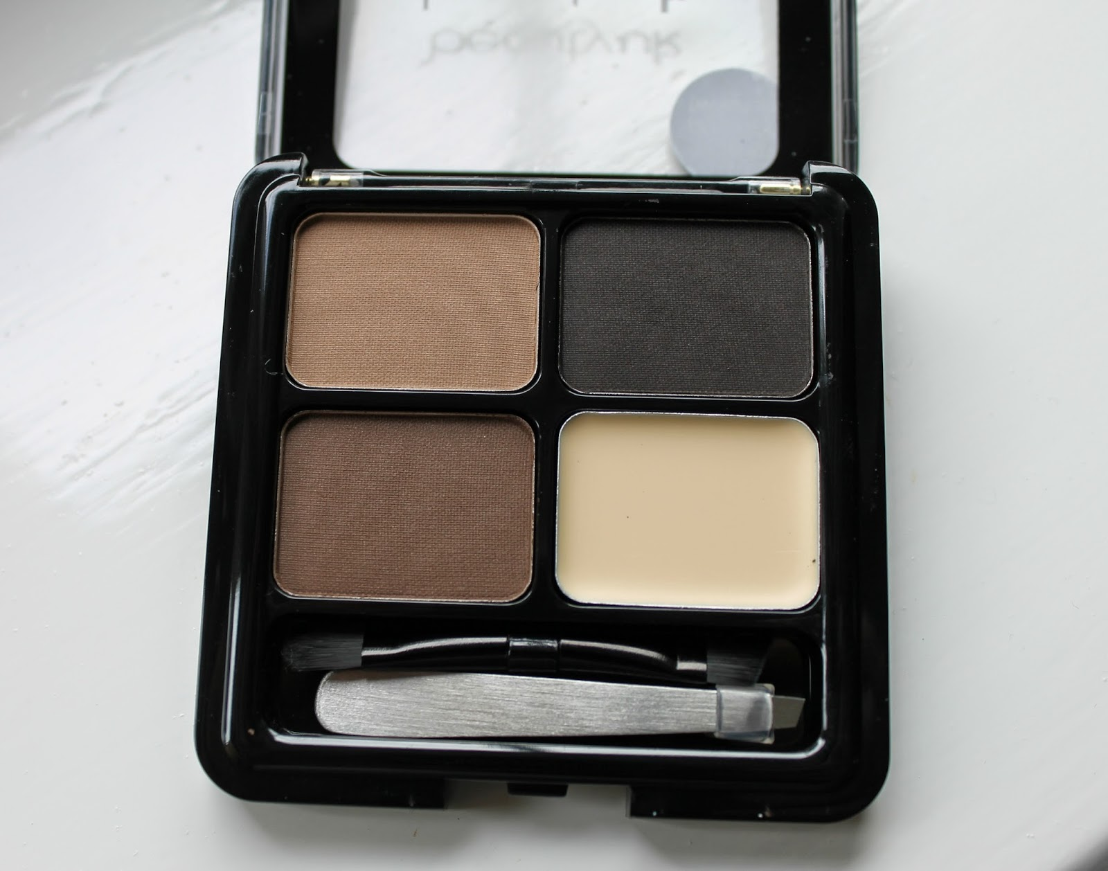 Love Me Beauty Box June 2014 BeautyUK Eyebrow Kit