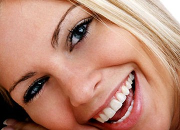 http://3.bp.blogspot.com/-SVs-egFLPH4/Tyo-uRGI0KI/AAAAAAAAA3I/op4UKG-eDQw/s1600/senyum.jpg