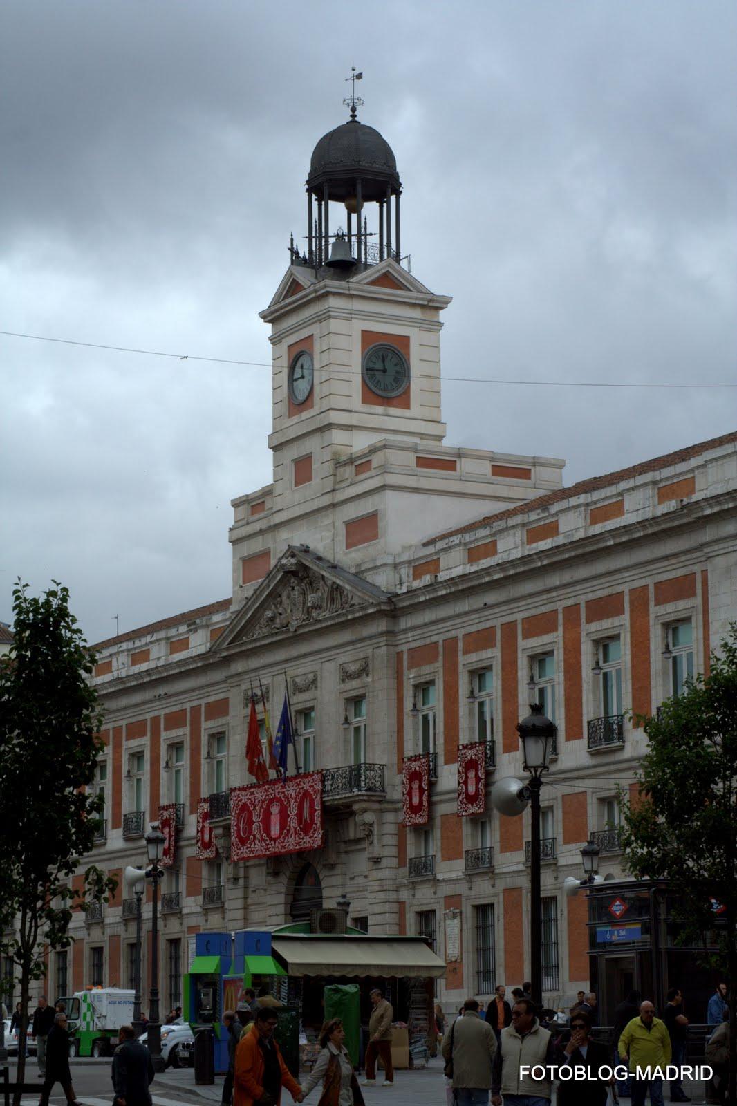 Fotoblog madrid el reloj impuntual for Reloj puerta del sol madrid
