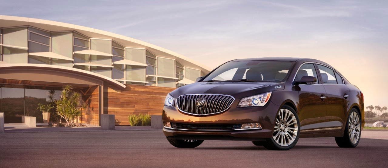 Front 3/4 view of 2015 Buick LaCrosse