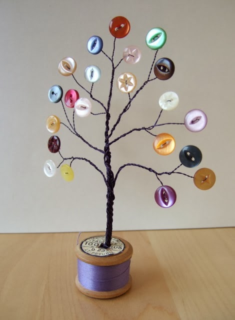 Decoration tree made up of buttons and wire