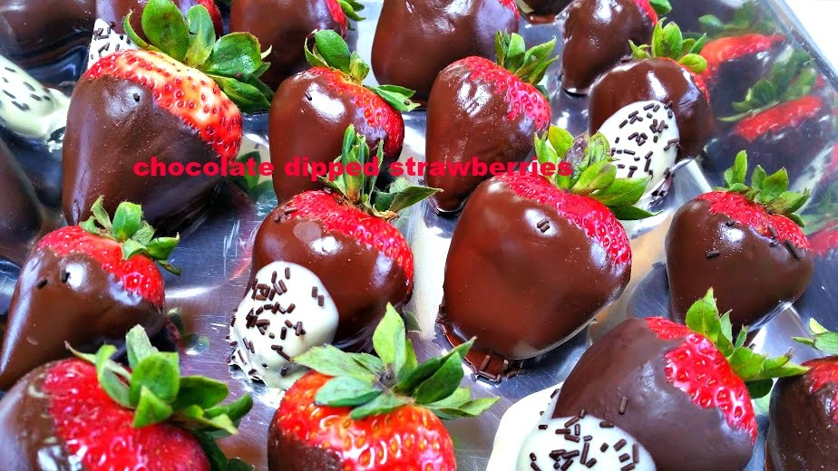 Napa Farmhouse 1885™: White & Dark Chocolate Dipped Strawberries