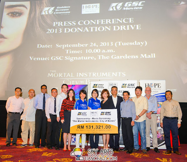 A group photo of all parties involved in GSC-HOPE worldwide Malaysia 2013 Donation Drive