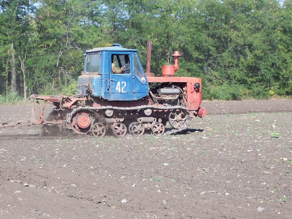 Харьковский тракторный завод: Фотографии гусеничного трактора Т-