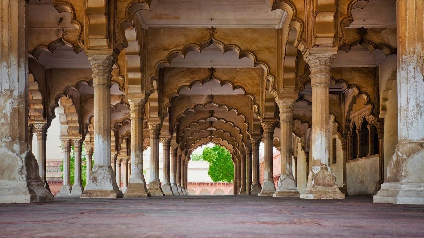 Agra Fort in Agra, Uttar Pradesh, India (© Bryan Mullennix/Corbis) 115