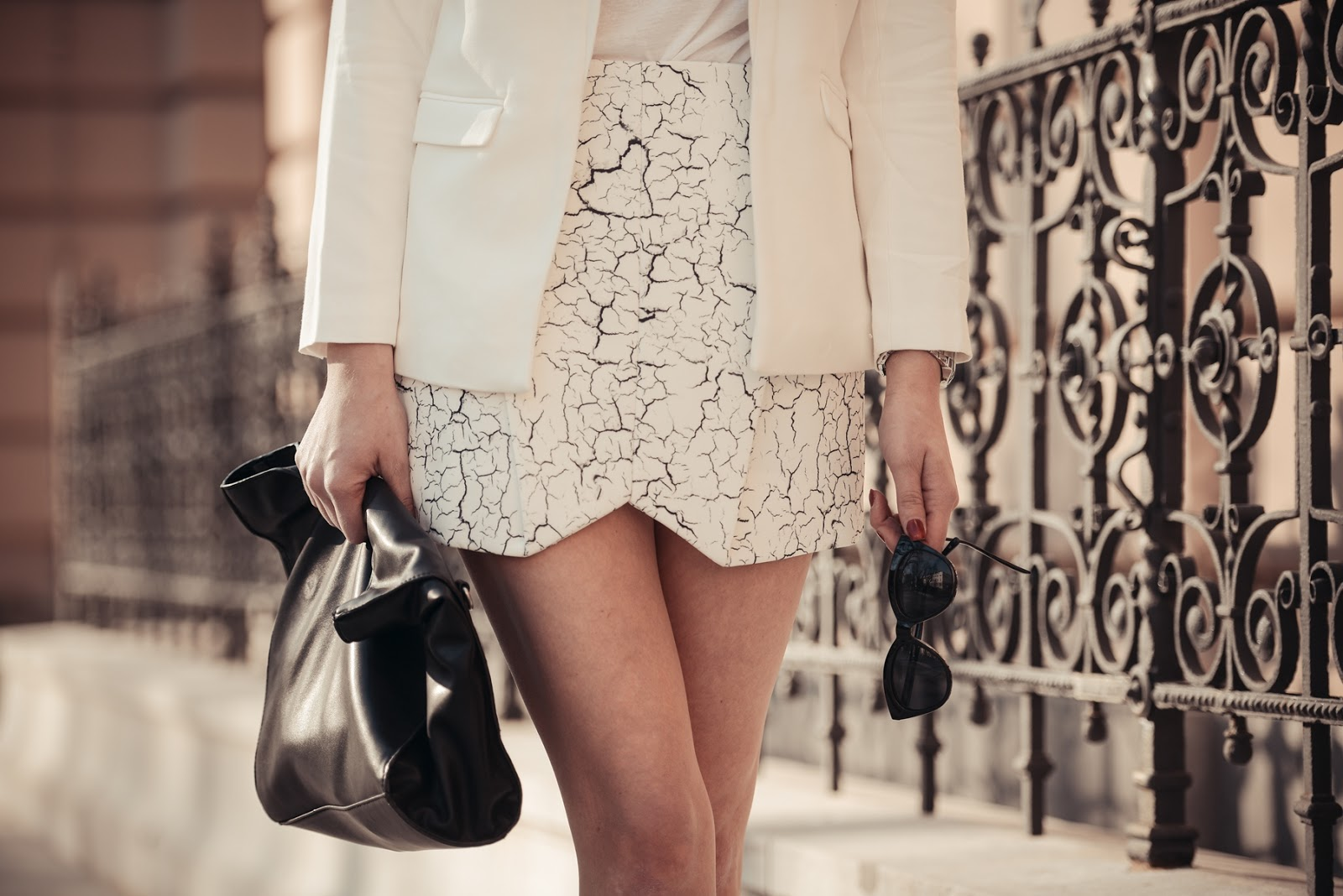 girissima, style blog blogger, fashion blogger, cameo white printed skirt, structured skirt, cameo white blazer, all white outfit look, le specs cat eye black sunglasses