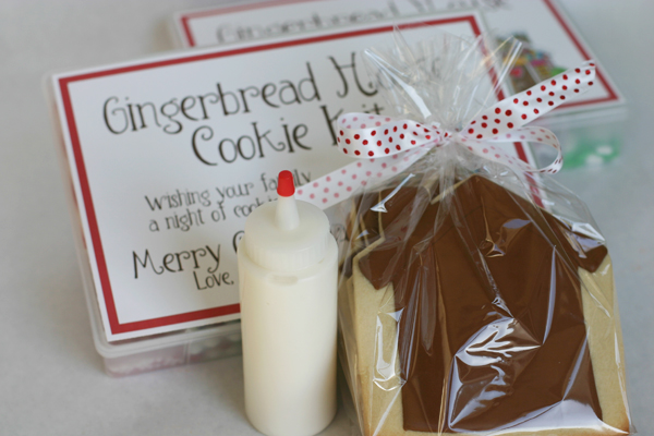 A place for amy bee in our bonnet guest posted this fun idea over at eighteen25 for gingerbread house cookie kit gift so fun solutioingenieria Image collections